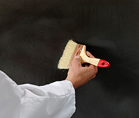 Finition à la brosse pour donner un effet déco à la peinture